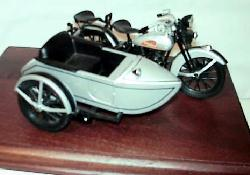 Harley Davidson 1933 with sidecar (SILVER)